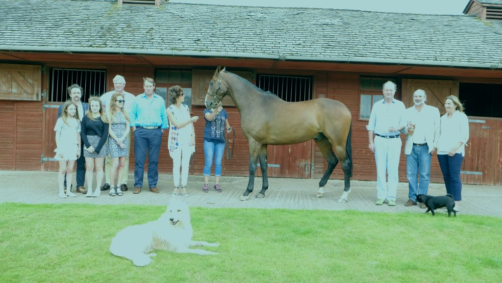Laval Noir with his team of owners. Richard and Mindy Hammond plus daughters Atty B-R, KCB and Celia B-R, Andrew Bengough, Sandy Douglas and Sarah Bailey