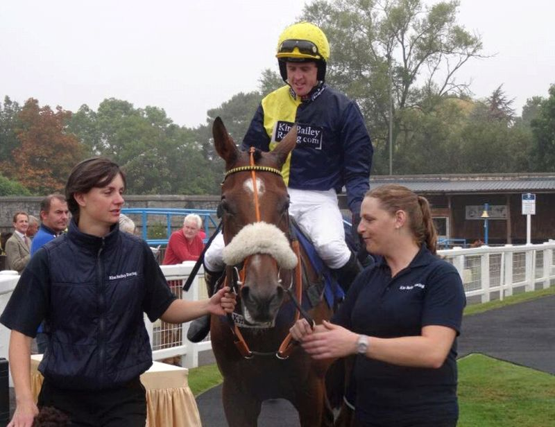 Jason Maguire coming back to the winners enclosure.. A roar of applause