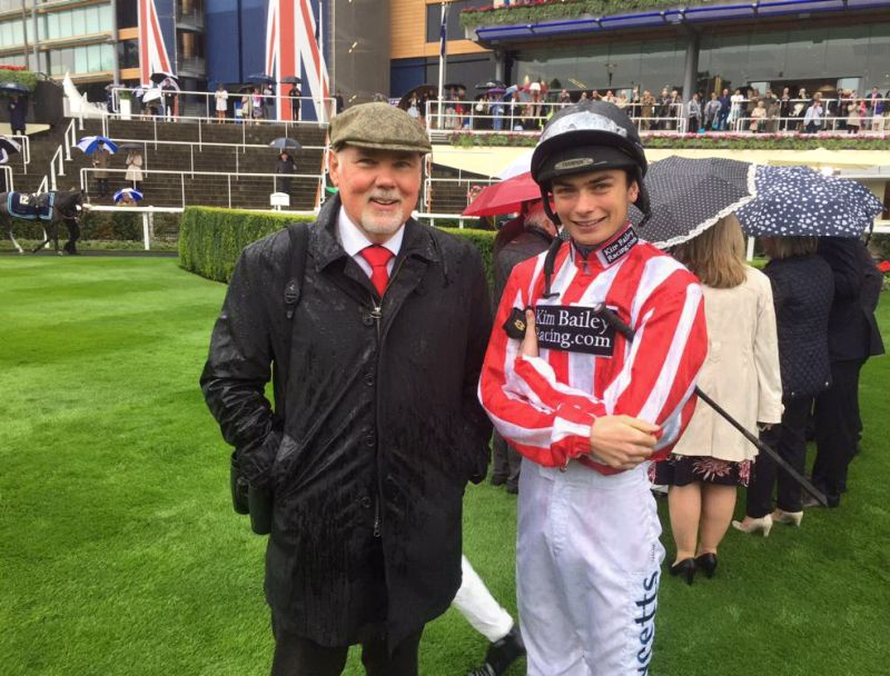 Norman Carter with Willie Twiston Davies before Sunblazers run at Ascot yesterday