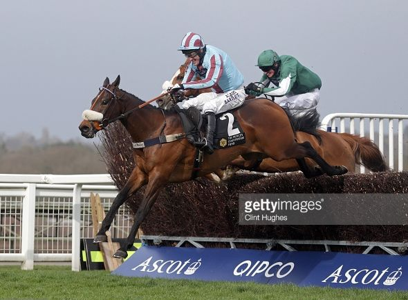 Un Ace jumping the last at Ascot.. not infront yet!!