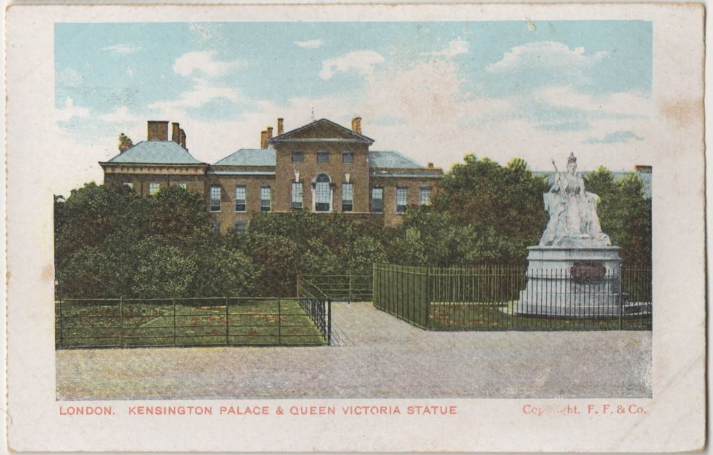 Kensington Palace and Queen Victoria statue